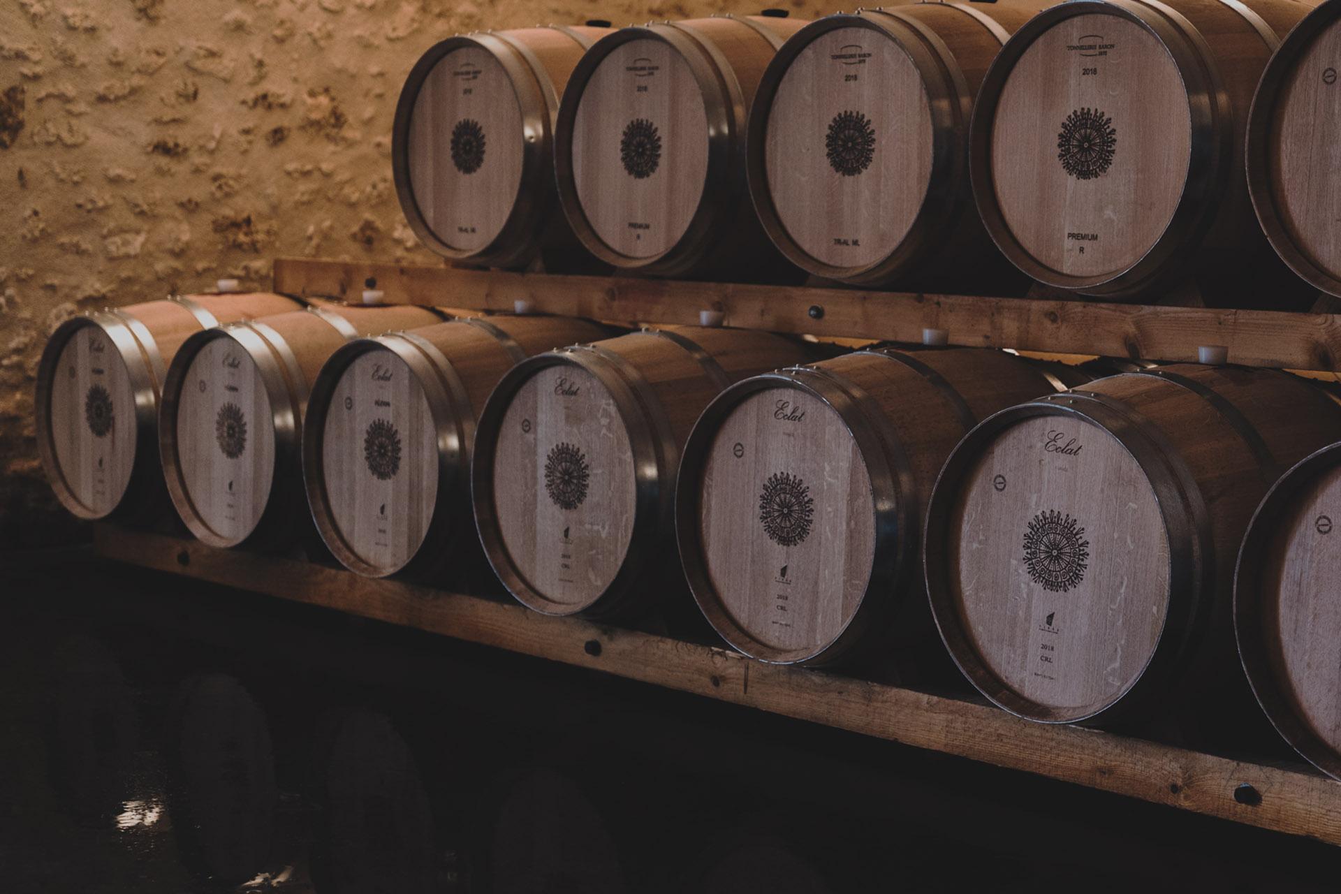 eclat; chais; barrique; tonneaux; tonnelerie; baron; Bordeaux; logo; chateau; beauvillage; cru; bourgeois; medoc; couqueques; vin; vignoble; rouge; vinopixo; constant; forme; becherat; photographe