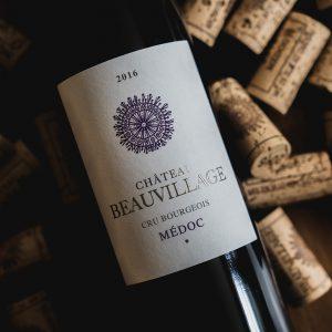 packshot de la bouteille du millésime 2016 de château beauvillage, vignoble en médoc
